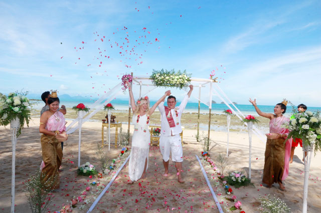 Trouwen op koh samui huwelijk in thailand for East coast beach wedding locations